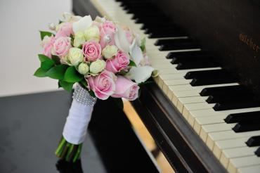Pink and White Roses with Mini Callas